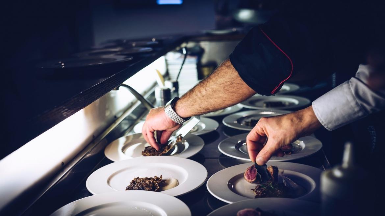 cosa fa l'aiuto cuoco